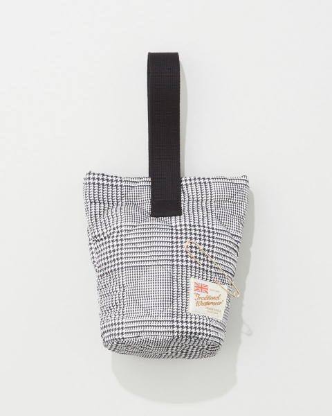 BUCKET TOTE WITH PIN